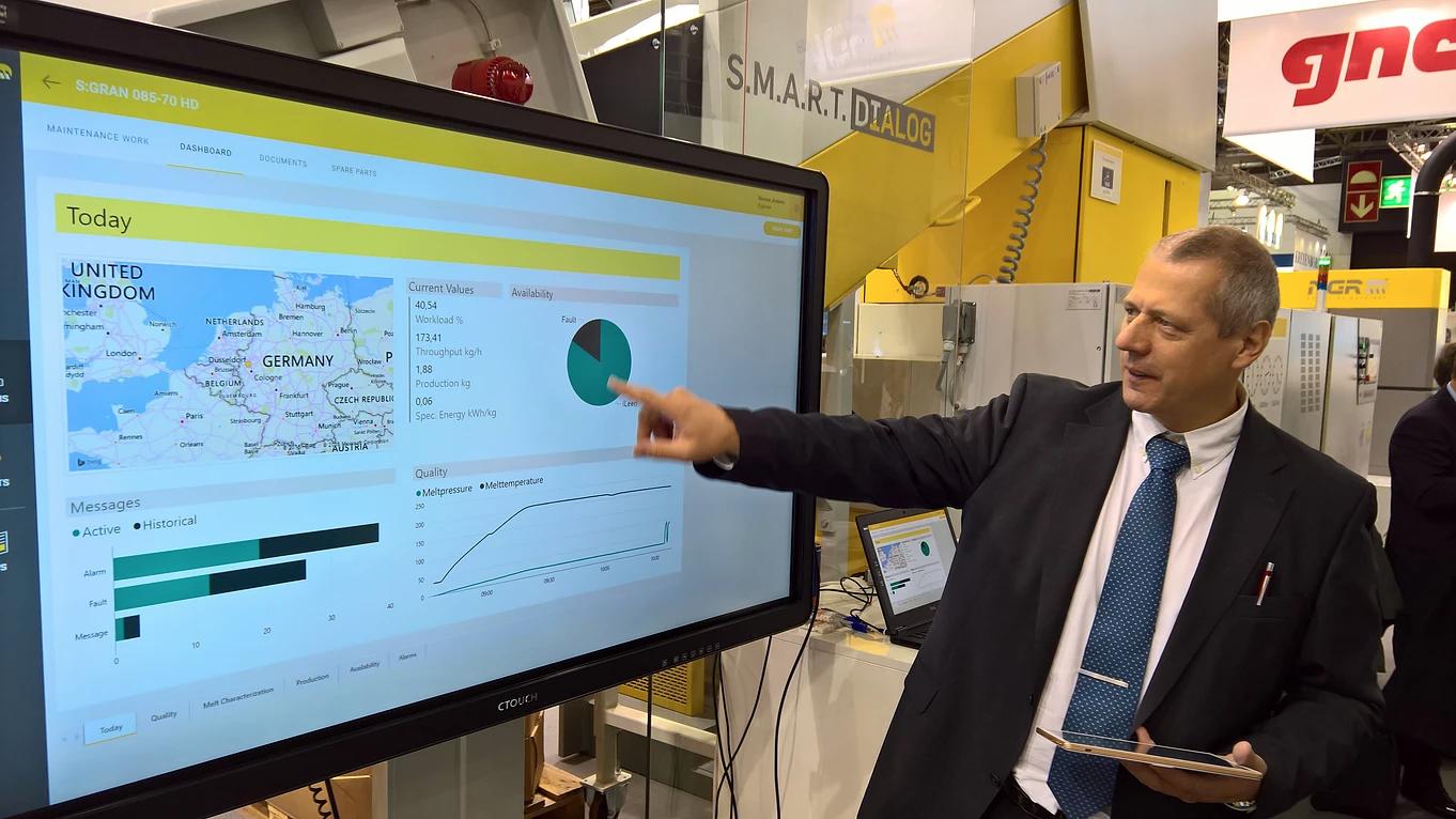 """Gemeinsam mit SCS präsentierte NGR auf der Kunststoffmesse K das Modul """"Smart Service"""" von SCS"""